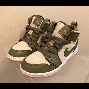 Like New- Girl's Air Jordan Sneakers